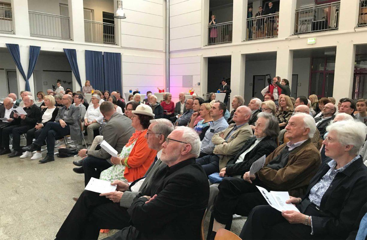 Publikum beim Zeitzeugengespräch